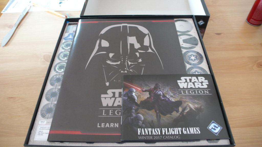 """Od té doby, co po otevření krabice na mě baflo """"YOU DIED"""", mě Vader nepřekvapí."""